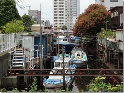 品川浦と釣り船
