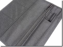 カードケースとファスナー付きポケット