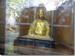 平櫛田中作の天心坐像