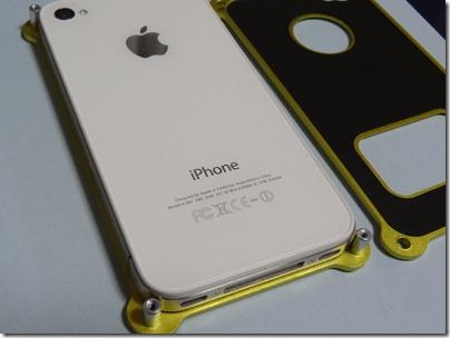 iPhone4sをジャケットに置く