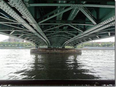 言問橋の下部