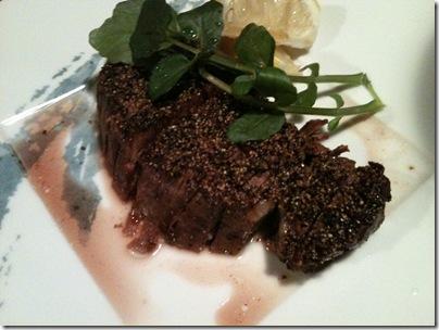 岩手県産の短角牛ヒレ肉の黒胡椒焼き