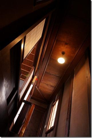階段の電球