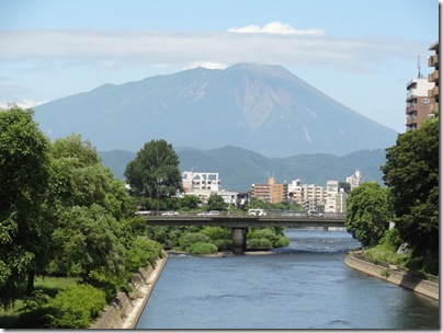 旭橋から見る岩手山