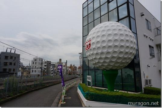 大きなゴルフボールのオブジェ