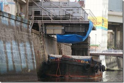 千代田清掃事務所三崎町中継所と台船
