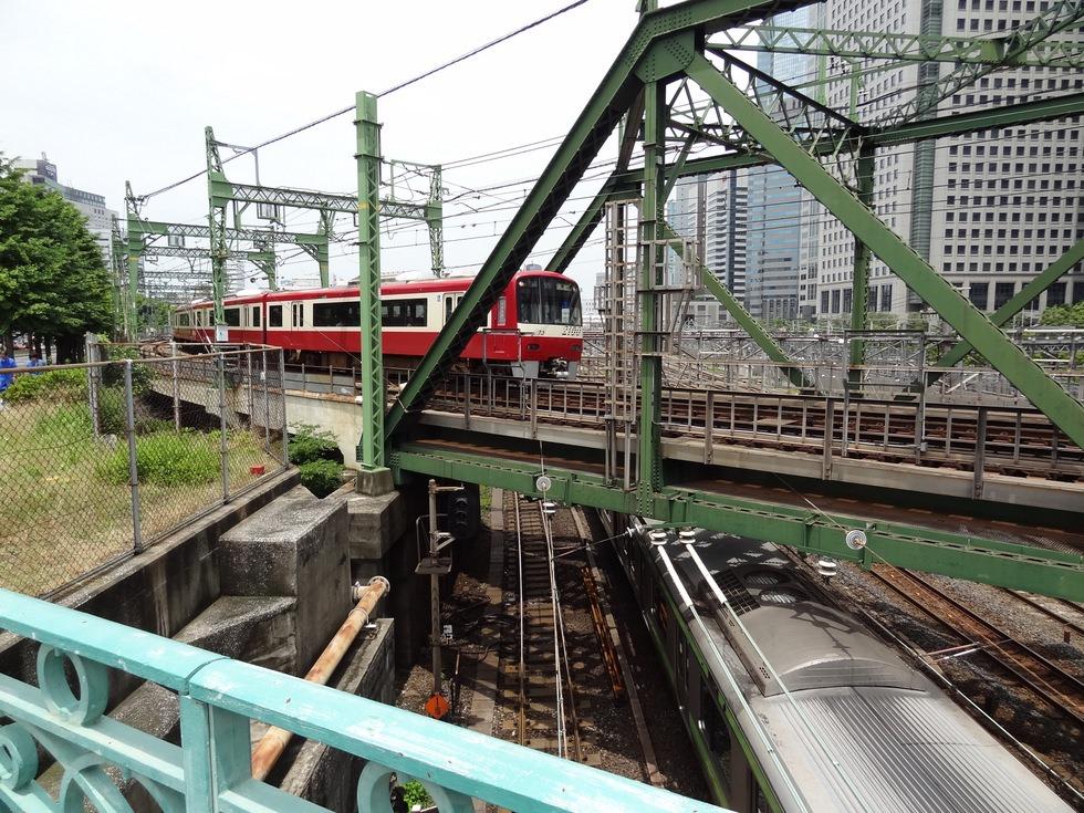 八ツ山橋(品川)から眺めるJR5...